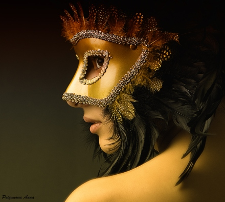 Feathers-mask-woman-by-Marakuya-Anna-Polzunova